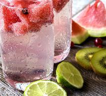 Nawilżająca woda smakowa z arbuzem i limonką - doskonała na upały