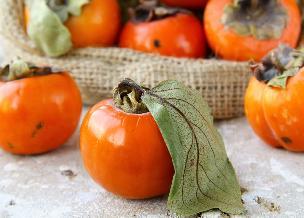 Kaki, sharon, persymona: co to za owoc? Właściwości i wykorzystanie
