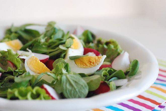 Wiosenna sałatka z jajek: przepis