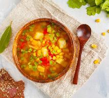 Lekka zupa warzywna z papryką i kukurydzą