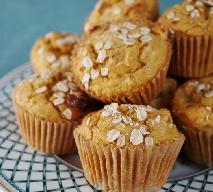 Zdrowe i proste muffiny jogurtowe z jabłkami i płatkami owsianymi