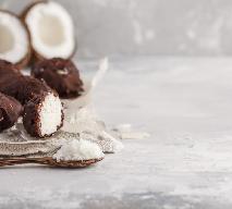 Kokosowe kulki w czekoladzie - pyszny i prosty deser
