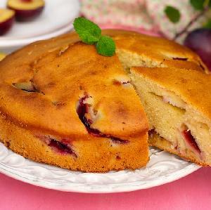 Łatwe ciasto śliwkowe teściowej: tak pyszne, że wszyscy błagają o przepis na placek ze śliwkami