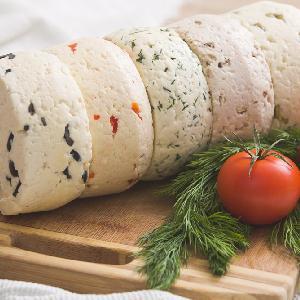 Domowa bryndza: przepis jak z 2 l mleka krowiego otrzymać 1 kg sera?