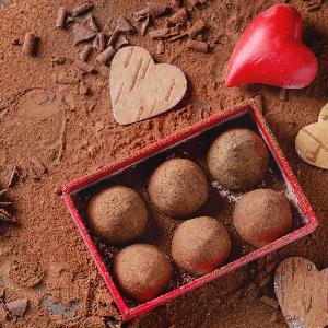 Niebiańskie trufle czekoladowe na walentynkowy prezent