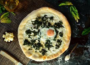 Pizza ze szpinakiem - szybki przepis na pyszną pizzę