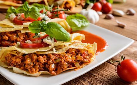 Fałszywa tortilla z mięsem mielonym - super przekąska w stylu meksykańskim