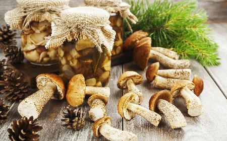 Grzyby w occie: składniki i przepis na grzyby w zalewie octowej