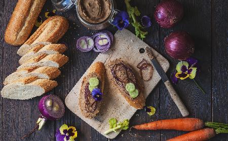 Pasztet z wątróbek gęsich - doskonały przepis na smarowidło do chleba! [WIDEO]