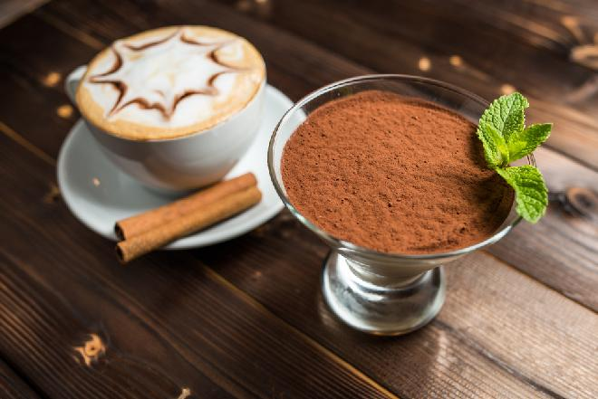 Deser kawowy z brązowym cukrem i rumem