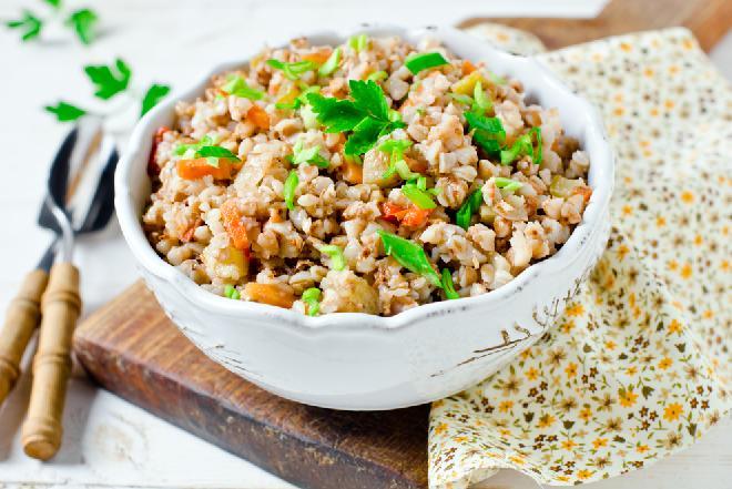 Gulasz indyczy z quinoa z menu beszamel